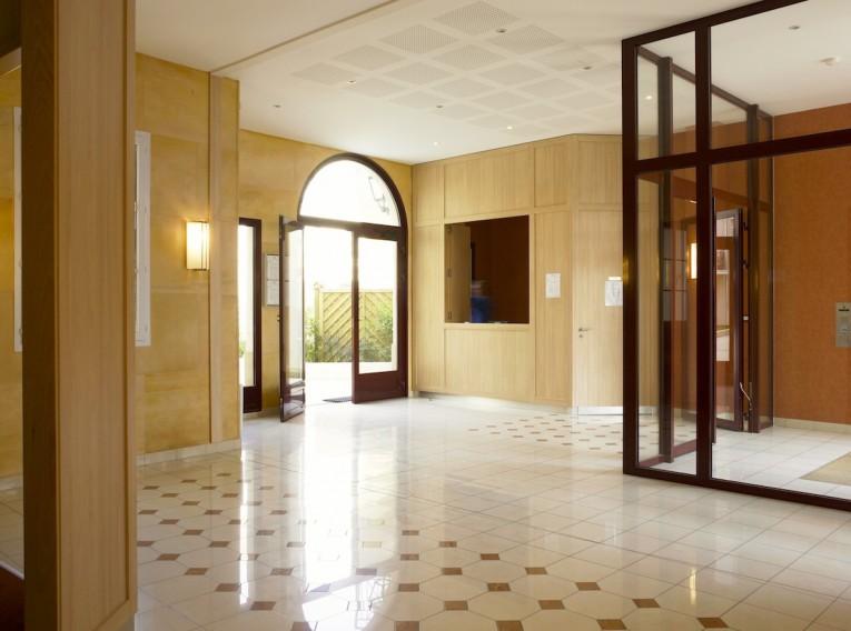 Hall immeuble 77